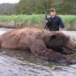 Metallica-James-Hetfield-caccia-orso