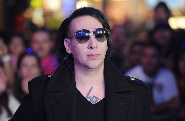 """Marilyn Manson si sta """"trasformando"""" in Nicolas Cage?"""