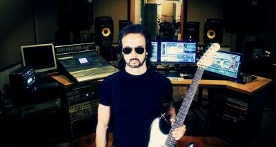 Compositore, guitar-hero, produttore… La grande carriera di Dario Mollo e la parabola dei Crossbones